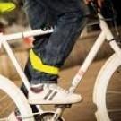 Bracelet de chevilles réfléchissant dans la nuit, pour cyclistes avertis et fashion!