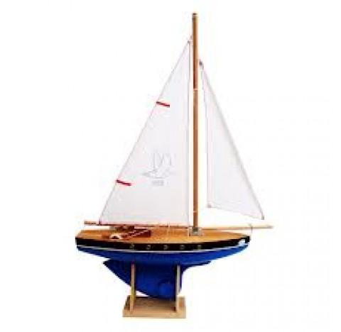 Voilier en bois navigable sur bassin,  coque de couleur bleue, voile blanche, fabriqué en France, 30 cm