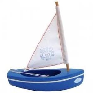 Voilier en bois navigable  coque de couleur bois naturel, voile bleue, fabriqué en France