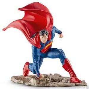 Superman au combat à genoux