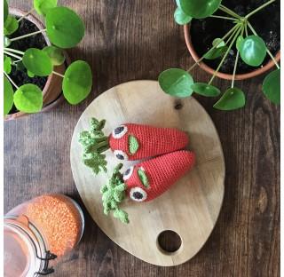 Charlotte La carotte en crochet, coton BIO et faite  à la main