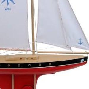 Très Grand voilier en bois,bateau d'1 mètre de hauteur, navigable sur bassin, coque rouge voile blanche, fabriqué en France