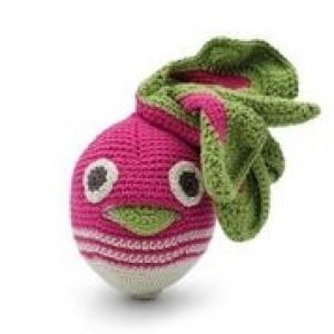 Le hochet radis, crocheté main et en coton bio certifié GOTS